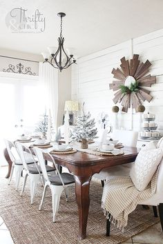 White and wood farmhouse dining room decor and decorating ideas. White shiplap walls in dining room. Cottage Dining Rooms, Dining Room Curtains, Living Room, Wall Curtains, Bedroom Curtains, Farmhouse Style Bedrooms, Cottage Farmhouse, Farmhouse Decor, Farmhouse Ideas