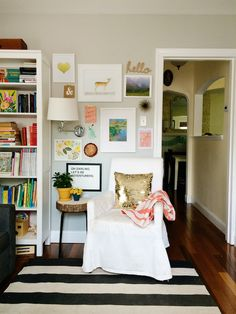 Great #gallerywall by Lauren of aLovelyLark.com – check out her AptTherapy post on the gallery wall creation.