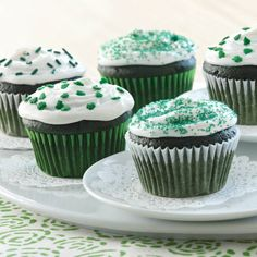 Easy Green Velvet Cupcakes ~ A green twist on classic red velvet, these cupcakes take basic cake mix to delicious new heights with the addition of Pure Vanilla Extract, green food color, sour cream and cocoa powder. Green Cupcakes, Velvet Cupcakes, Cupcake Recipes, Cupcake Cakes, Dessert Recipes, Dessert Ideas, Baby Cakes, Cupcake Ideas, Green Velvet Cake