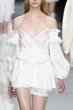 Francesco Scognamiglio Spring 2017 Ready-to-Wear Fashion Show Minimal Fashion, White Fashion, Runway Fashion, Fashion Show, Womens Fashion, Couture Dresses, Fashion Dresses, Vintage Outfits, Vintage Dresses