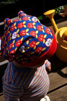 Im Bezug auf Kopfbedeckungen kann ich meine Waldorfherkunft irgendwie nicht leugnen. Wenn ich Babys ohne Mütze sehe tut mir das schon fas...