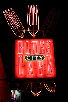 After a day of seeing the sights, enjoy amazing Memphis-style barbecue at local landmark Blues City Cafe. Want to join the tour? Click here: http://www.kaleidoscopeadventures.com/branson-memphis-2013-director-fam-tours
