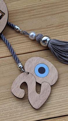 Décoration murale maison oeil  en bois protection maison 2020 Baby Jewelry, Handmade Jewelry, Plexiglass, Evil Eye Jewelry, Decoration, Washer Necklace, Bracelets, Pom Poms, Lucky Charm