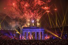 """Steffen Seibert Twitterissä: """"Großartiges Bürgerfest zum #Mauerfall mit über 300.000 Besuchern. Großer Dank an alle, die dazu beigetragen haben. http://t.co/cF6nMOGdkD"""""""