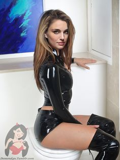 Celebrities in latex Famous Celebrities, Celebs, Sexy Latex, Natalie Portman, Catsuit, Sexy Outfits, Leather Skirt, Hollywood, Actors