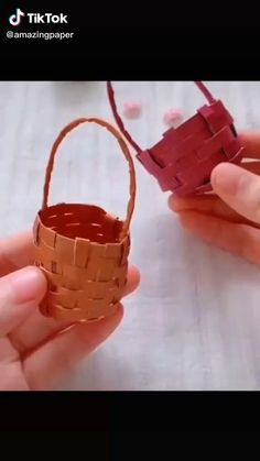 Hand Crafts For Kids, Fun Diy Crafts, Diy For Kids, Paper Crafts, Easy Origami Flower, Origami Flowers, Diy Crafts Butterfly, Origami Table, Flower Baskets