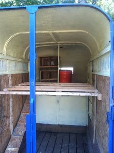From HORSE TRAILER to CHICKEN COOP - clever use of a horse trailer. configure the inside different. Have fewer roosts, lower nesting boxes, and put down shavings. Horse Barns, My Horse, Horses, Horse Tips, Horse Stalls, Livestock Trailers, Horse Trailers, Wicked Chicken, Chicken Tractors