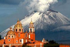 Iglesia de los remedios y y el Volcán Popocatepetl