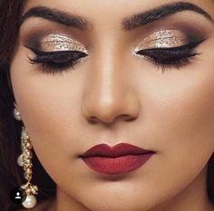 Gold shimmer shadow