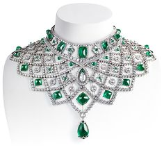 Réplica moderna del famoso collar Romanov creado por Peter Carl Faberge para la Zarina de la Rusia Imperial