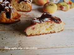 La torta brioche all'acqua marmellata e pesche , è un dolce particolarmente morbido, profumato e semplice da fare ricco di tante pesche