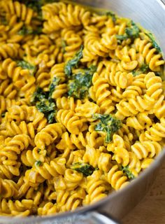 The Best Pumpkin Macaroni and 'Cheese'- so rich and creamy, you would know it's dairy-free! #vegan #cleaneating