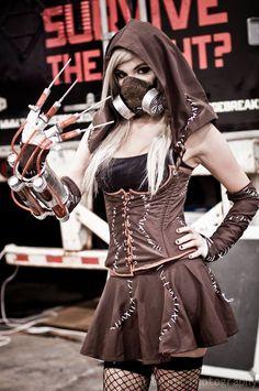 Kay Vicoria Cosplay as Arkham Asylum Scarecrow