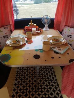 Camper, Restoration, Table Settings, Vintage, Truck Camper, Travel Trailers, Table Top Decorations, Campers, Motorhome