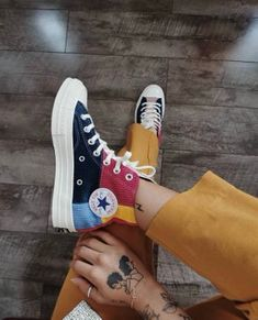 Discovered by purpleignis. Find images and videos about fashion, shoes and converse on We Heart It - the app to get lost in what you love. Converse Outfits, Mode Converse, Sneakers Mode, Sneakers Fashion, Fashion Shoes, Shoes Sneakers, Wedge Sneakers, Fashion Clothes, Fashion Fashion
