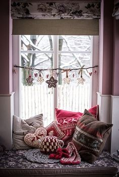 Window Christmas Decoration, and loving those pillows