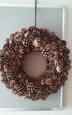 Krans dennenappels Grapevine Wreath, Burlap Wreath, Dallas Cowboys Wreath, Holiday Wreaths, Holiday Decor, Burlap Christmas, Xmas, Wedding Wreaths, Yarn Ball