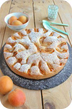 Moelleux aux abricots (1) Plus No Cook Desserts, Dessert Recipes, Dessert Aux Fruits, Cupcakes, No Bake Cake, Love Food, Sweet Recipes, Bakery, Sweet Treats