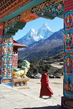 Tibet, door at Himalaya Monte Everest, Voyage Nepal, Places To Travel, Places To See, Places Around The World, Around The Worlds, Beautiful World, Beautiful Places, Foto Youtube