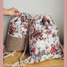 Siostrzane worki w romantyczne kwiaty  w środku wodoodporna podszewka i 3 kieszonki. Cena jednego: 69zł  #handmade #diy #diybackpack #backpack #handmadefashion #fashion #rope #bag #homemade #homesewing #sewing #plecak #worek #plecakworek #sznurek #rekodzielo #wlasnejroboty #szycie #beutel #rucksack #workoplecak #vintage #boho #polskamarka #polskafirma #workoplecak #vintage #flowers #kwiaty #wroclaw #nazamowienie