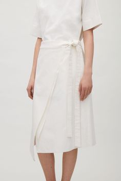 COS image 2 of Folded canvas skirt in Off white