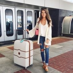 This Summer airplane outfits travel style 31 image is part from 70 Summer Airplane Outfits Travel Style Ideas Need to Try gallery and article, click read it bellow to see high resolutions quality image and another awesome image ideas. Summer Airplane Outfit, Airplane Outfits, Travel Outfit Summer, Summer Travel, Airport Travel Outfits, Traveling Outfits, Airport Fashion, Outfit Stile, Travel Clothes Women