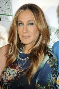 Sarah Jessica Parker, the ultimate fashionista knows how to rock blond hair in a variety of hairstyles.
