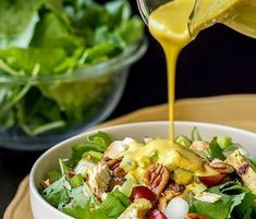 Dressing γιαουρτιού με κάρυ για να συνοδεύσεις σήμερα τη σαλάτα σου Salad Bar, Soup And Salad, Appetizer Dips, Fresh Green, Soul Food, Potato Salad, Salads, Easy Meals, Food And Drink