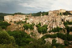 Sorano in Tuscany, Italy. Beautiful Places To Travel, Beautiful Beaches, Toscana Italia, Medieval Town, Tuscany Italy, Places Of Interest, Romanesque, Places To See, Paris Skyline