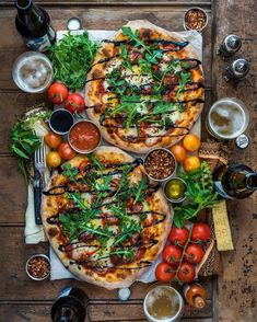 Pizza Night twice in one week is cool, right? have been rocking a pizza challenge from my cookbook EAT DELICIOUS… I Love Food, Good Food, Yummy Food, Cooking Recipes, Healthy Recipes, Snacks Für Party, Food Platters, Food Presentation, Food Inspiration
