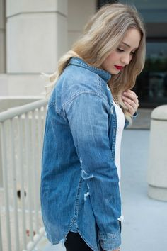 Alexa LeConche  www.shesglitterandgold.com  Chambray Shirt Michael Kors Red Lip Blonde American Eagle Sperry