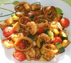 Encornet, gambas, courgette, tomates cerises marinés à la plancha