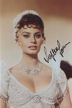 Sophia Loren Woman Knitwear and Sweaters wonder woman ugly sweater Sophia Loren Images, Italian Actress, Italian Beauty, Iconic Women, Hollywood Stars, Audrey Hepburn, Vintage Beauty, Brigitte Bardot, Pin Up Girls