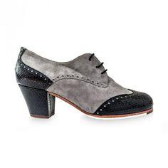 ADELE   Zapato de flamenco para mujer en ante y piel grabada. Fabricado en España. Made in Spain. #flamenco #zapatoflamenco #flamencoshoes