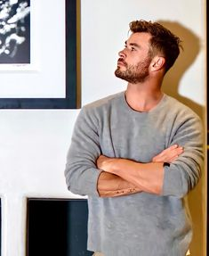 Chris Hemsworth Hair, Male Profile, Hemsworth Brothers, Avengers, Girls Together, Photography Poses For Men, Stylish Mens Outfits, Fine Boys, Dream Guy