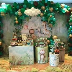 Safari Theme Birthday, Jungle Theme Parties, Baby Boy 1st Birthday Party, Baby Party, Festa Safari Baby, Safari Party Decorations, Shower Bebe, Baby Shower Themes, Avengers