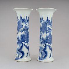 Par de vasos em porcelana Chinesa do sec.19th, 30cm de altura, 2,460 USD / 2,195 EUROS / 9,040 REAIS / 15,960 CHINESE YUAN soulcariocantiques.tictail.com