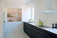 Kolon - #køkken #køkkenskab #køkkenskuffe #overflade #sort #forbo #interiordesign #linoleum