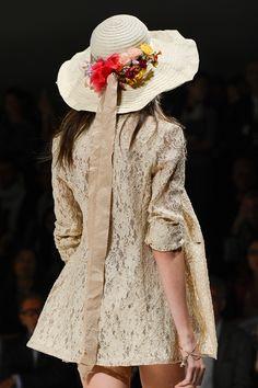b0135ef8cddd0 Los sombreros de ala ancha son una tendencia para el verano 2013.   BeautyHair