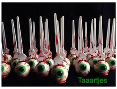 Bloody eye halloween cakepops by Taaartjes Halloween Desserts, Halloween Cupcakes, Scary Halloween Cakes, Scary Cakes, Hallowen Food, Halloween Eyeballs, Halloween Food For Party, Halloween Birthday, Holidays Halloween