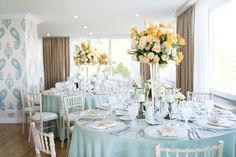 Wedding Reception Dinner in the Restaurant Terrassa, Portugal. Photo by Catarina Zimbarra Photography #destinationweddingsinportugal #weddingreceptionportugal