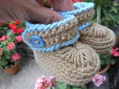anas / Háčkované papučky béžové Fingerless Gloves, Arm Warmers, Crochet Hats, Slippers, Fashion, Fingerless Mitts, Knitting Hats, Moda, Fashion Styles