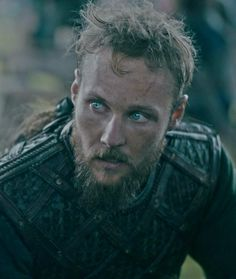 Vikings Tv Series, Vikings Tv Show, Bracelet Viking, Viking Jewelry, Viking Rings, Ancient Jewelry, Lagertha, Vikings Ubbe, King Ragnar Lothbrok