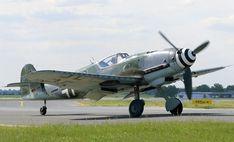 Messerschmitt Bf 109   Hydraulisch nach außen in die Tragflügel einziehbares Hauptfahrwerk ...