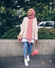 Hoodies and oversized sweaters with hijab – Just Trendy Girls Hijab Casual, Modest Fashion Hijab, Modern Hijab Fashion, Hijab Chic, Muslim Fashion, Fashion Outfits, Hijab Stile, Modele Hijab, Hijab Trends