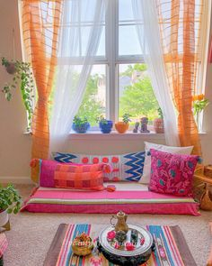 hippie room decor 607774912200128914 - Whenever it comes to starting the home decoration, all the process may seem quite difficult. The trick to handle this process is to first find which latest… Source by myichcha Indian Bedroom Decor, Indian Room, Ethnic Home Decor, Hippie Room Decor, Boho Room, Indian Home Decor, Home Decor Bedroom, Bohemian Decor, Pinterest Room Decor