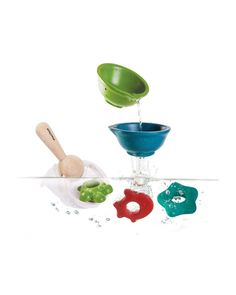 Make bath time fun with natural rubber bath toys at Babipur. Environmentally friendly bath toys made from natural rubber from the Hevea tree. With no holes in, and BPA free, our natural rubber bath toys totally hygienic, fun and safe for kids! Water Toys, Water Play, Wooden Baby Toys, Wood Toys, Baby Baden, Bad Set, Wooden Bath, Kid Essentials, Plan Toys