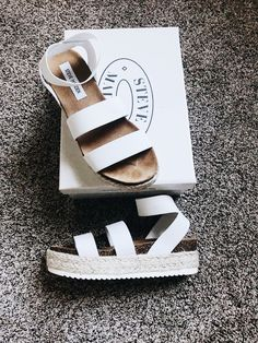 23 Nice Street Shoes For Your Perfect Look This Winter - sandals Amazing Casual Style Shoes - Crazy Shoes, Me Too Shoes, Daily Shoes, Flat Shoes, Shoes Heels, Prom Shoes, Low Heels, Louboutin Shoes, Platform Shoes