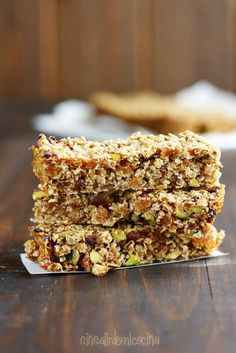 OATMEAL BARS, APRICOT AND PISTACHIO [FLAPJACKS]