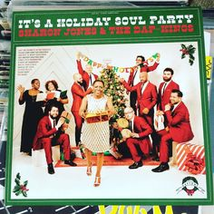 #merrychristmas & happy holidays people! normally shutting down the holiday music around now but having this new addition courtesy @sharonjones is awesome. #NP #holidaysoulparty by macsuperchunk